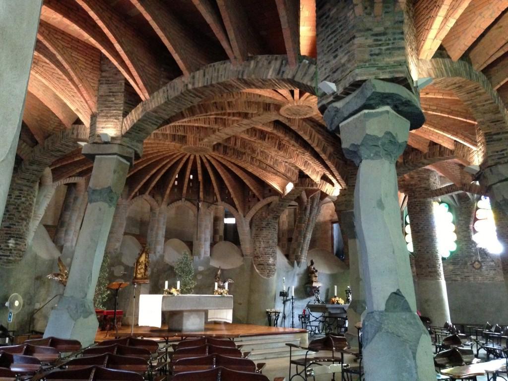 コロニアグエル教会の中