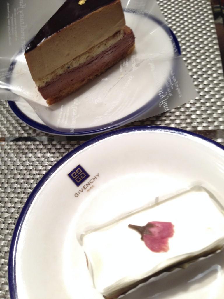 チョコケーキとレアチーズケーキ