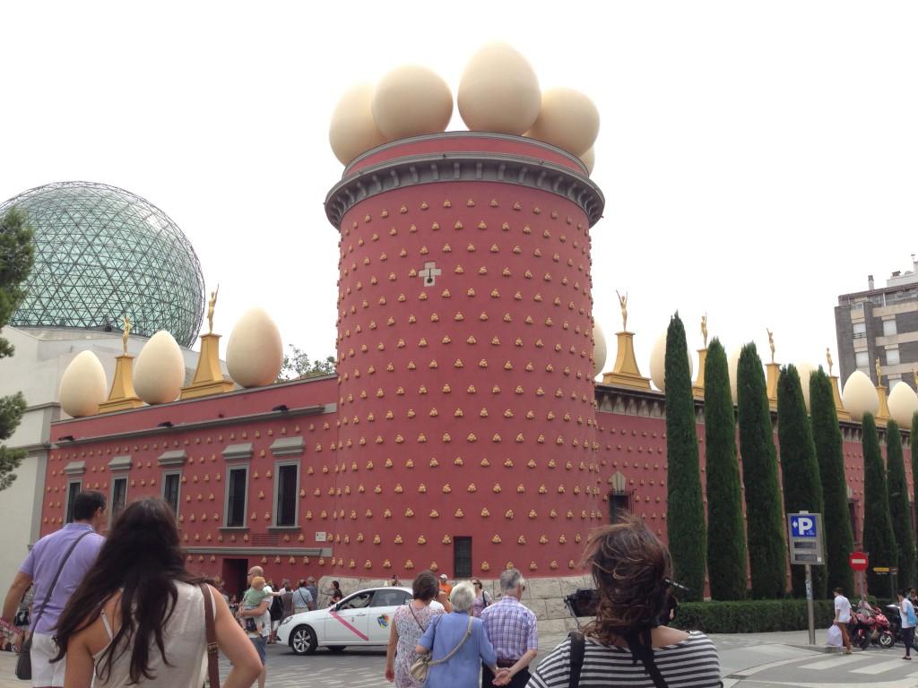 ダリ美術館(フィゲラス)の行き方・チケット・時刻表・感想口コミ|バルセロナ