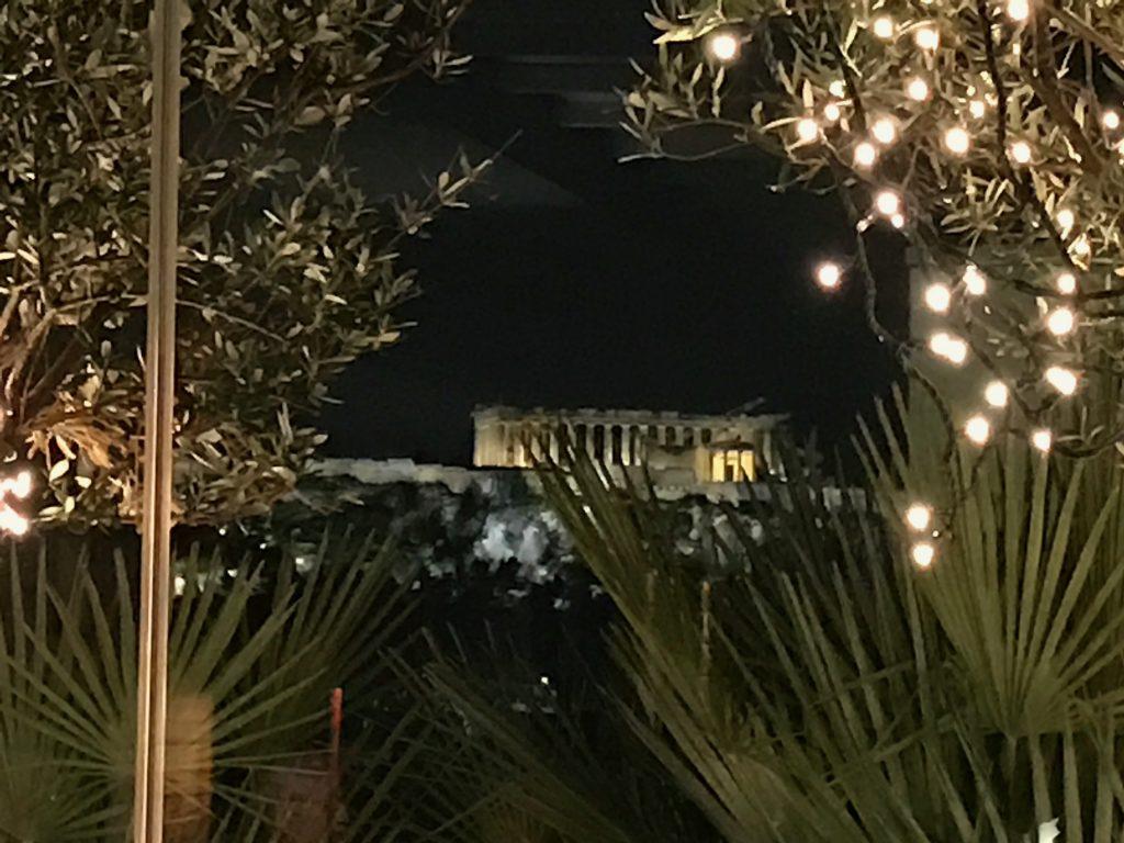 窓からアクロポリス