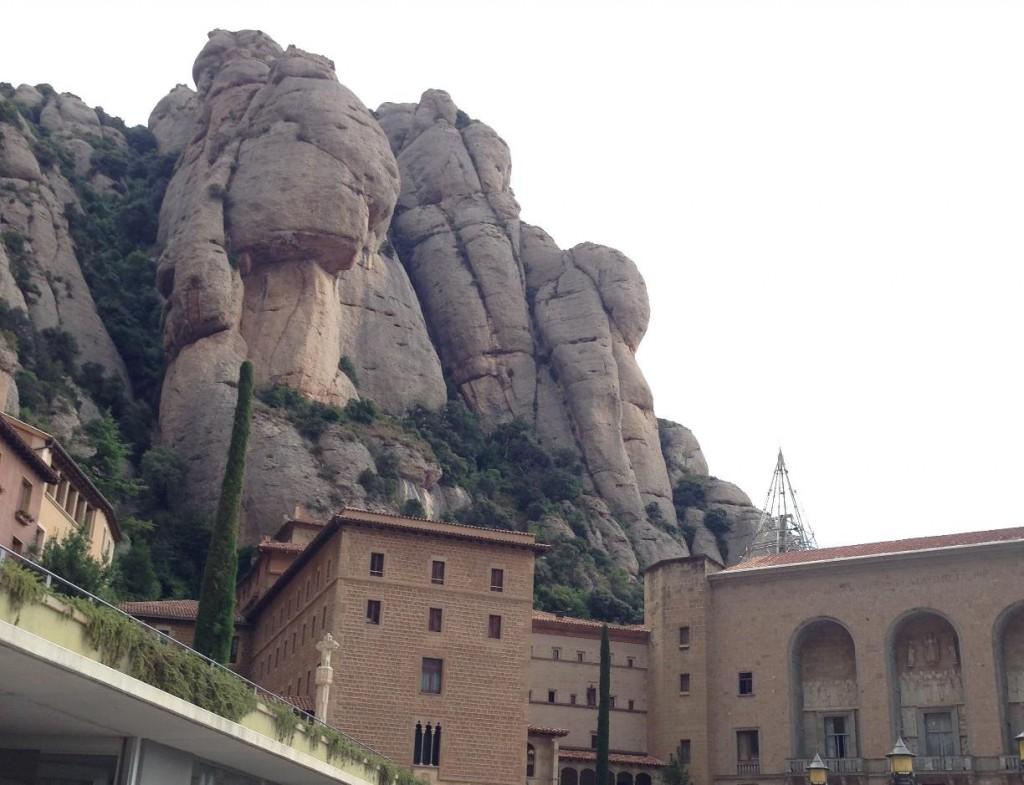 モンセラットの行き方!コロニアグエル教会と両方観光する方法│バルセロナ スペイン