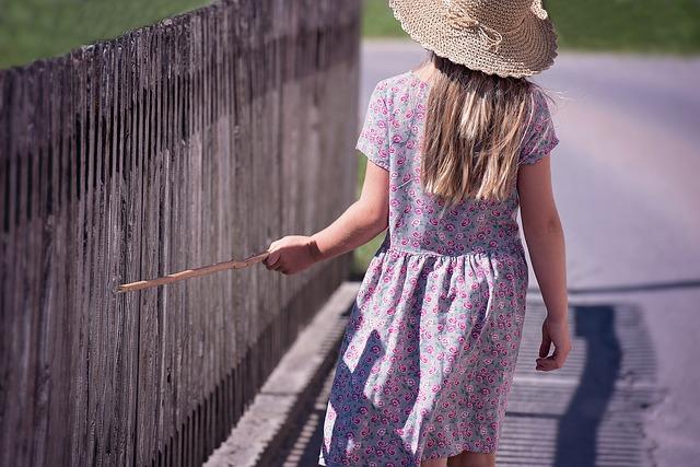 帽子を被った少女