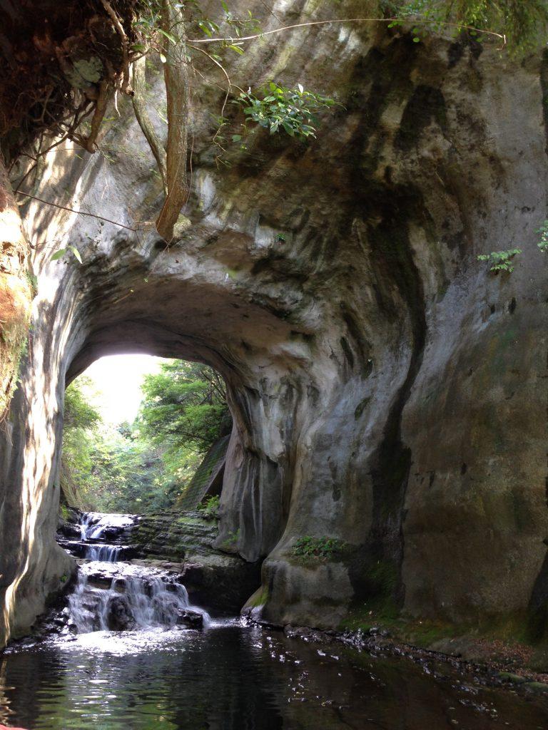 濃溝の滝の真下