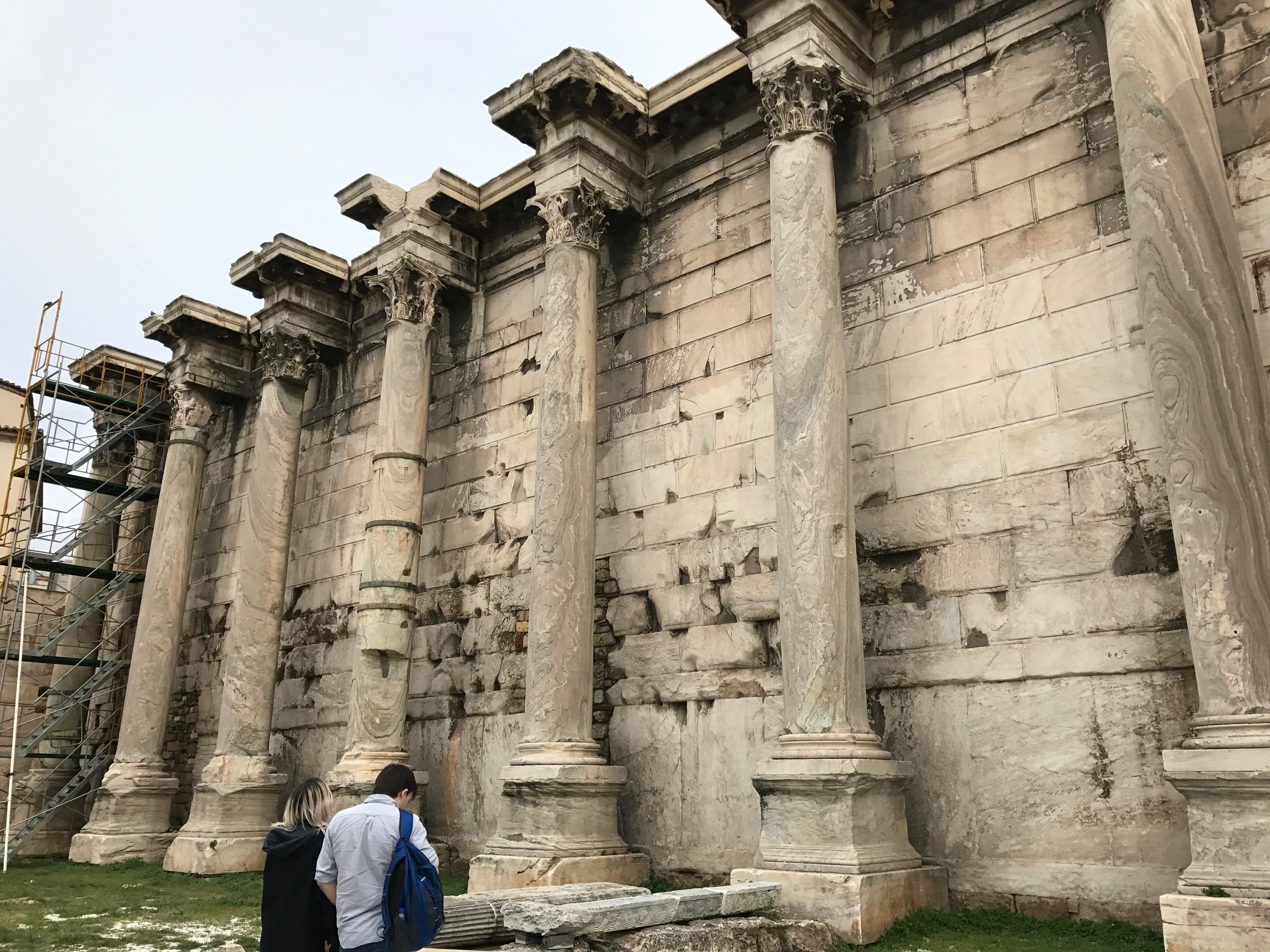 ハドリアヌスの図書館の構造、見どころ、行き方|口コミ評判 アテネ観光